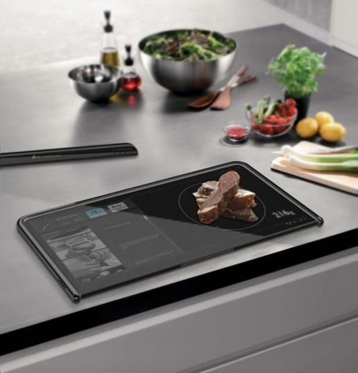 la cuisine du futur avec une tablette. Black Bedroom Furniture Sets. Home Design Ideas